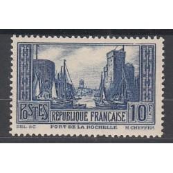 TIMBRE N°261 PORT DE LA ROCHELLE  NEUF**   Côte 170 Euros