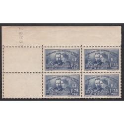 Coin de feuille - Bloc de 4 - N° 402 Curie  Année 1938 NEUF*