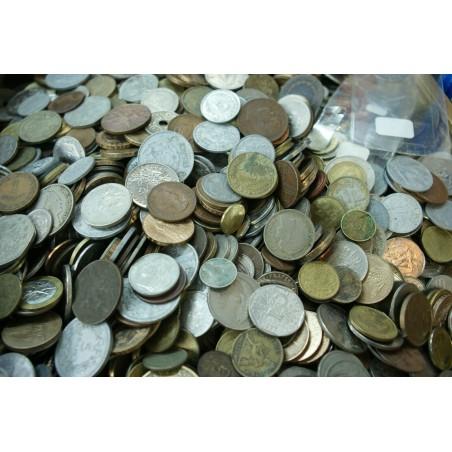 environ 1 kilo de monnaies du Monde en vrac (envoi France uniquement)