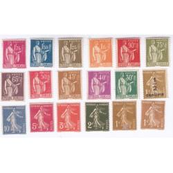 TIMBRES ANNEE 1932 N°277A à N°289 NEUFS N°287 Signé et manque N°279B COTE 129 Euros l'Art des Gents