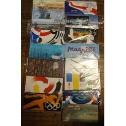 Lot de 17 POCHETTES EMISSIONS COMMUNES FRANCE - NEUFS** SOUS BLISTERS L'ART DES GENTS