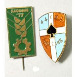 lot de 2 insignes, URSS et 44e R.I. ORLEANS + CACHET ITALIE à voir