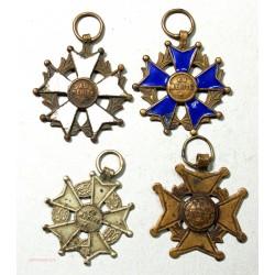 """Médailles """"au mérite"""" 4 différentes, lartdesgents.fr Avignon"""