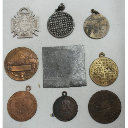 Lot de 9 Médailles à voir... (8) lartdesgents Avignon