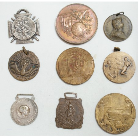 Lot de 9 Médailles à voir... (10) lartdesgents Avignon