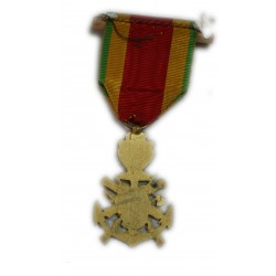 Médaille décoration pour la ville de Nîmes (col nem) à voir, lartdesgents.fr